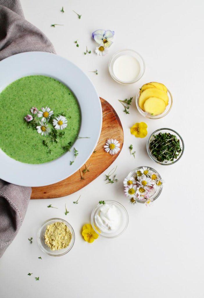 Essen vom Balkon: Express 5-Kräuter-Suppe